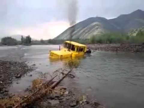 Русский трактор К-700 нырнул и вынырнул проплыв целую реку!!! невероятное з