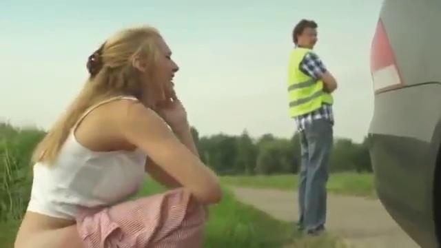 Смотреть видео девки писают на дороги фото 583-588