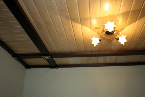 ceiling-tiles-from-an-array-in-the-VIP-interior-wooden-house-www.vipdoors.by.jpg
