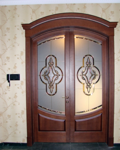 classic-arched-doors-with-stained-glass-windows-in-the-interior-www.vipdoors.by.jpg