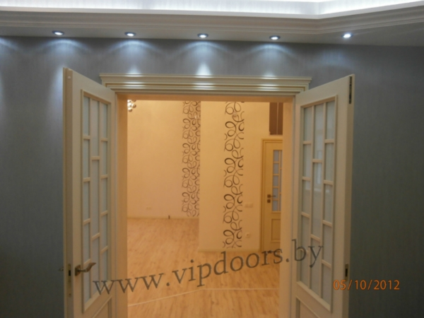 doors-raspashny-in-classical-style-white-with-figured-the-obklady.jpg