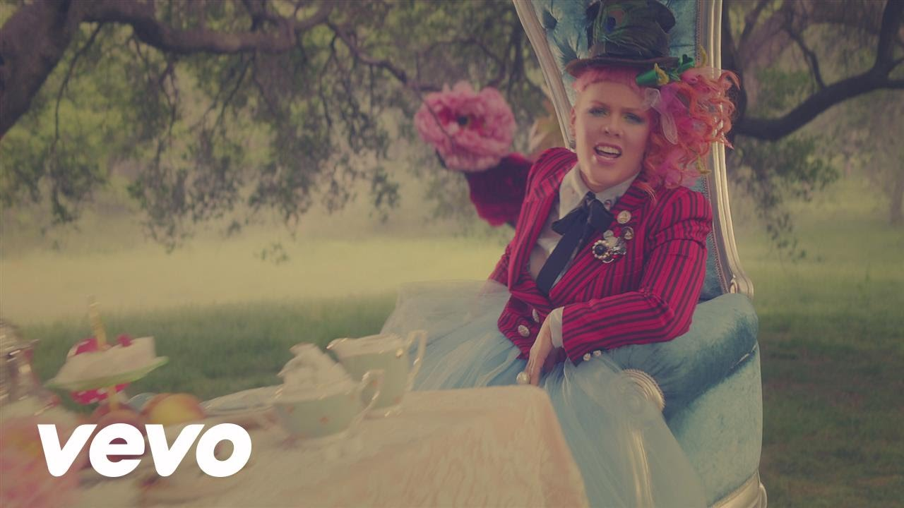 "P!nk - Just Like Fire (From the Original Motion Picture ""Alice Through The Looking Glass"") смотреть онлайн"